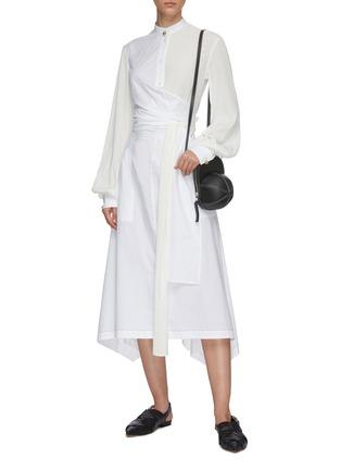 模特儿示范图 - 点击放大 - JW ANDERSON - 仿包裹式拼接设计不规则褶裥裙摆衬衫式连衣裙