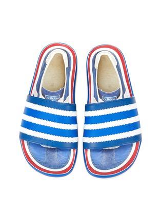 模特儿示范图 - 点击放大 - ADIDAS - ADILETTE趣味图案拼色条纹拖鞋