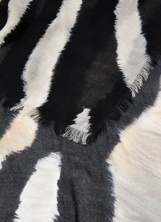 细节 - 点击放大 - FRANCO FERRARI - TARTH须边斑马图案混丝围巾