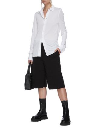 模特儿示范图 - 点击放大 - BOTTEGA VENETA - 纯色衬衫