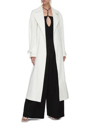 模特儿示范图 - 点击放大 - BOTTEGA VENETA - 三角形扣饰腰带oversize纯棉大衣