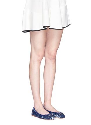 模特儿示范图 - 点击放大 - SAM EDELMAN - FELICIA拼色印花芭蕾鞋