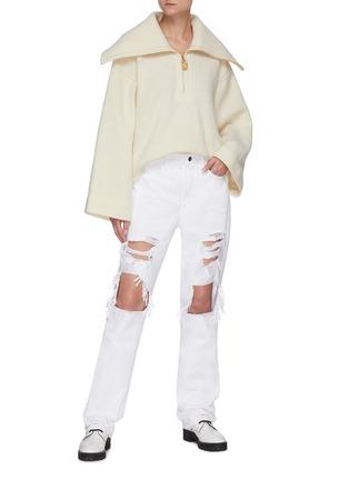 模特儿示范图 - 点击放大 - FRAME DENIM - LE HOLLYWOOD磨破纯棉牛仔裤