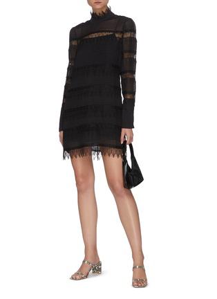 模特儿示范图 - 点击放大 - FRAME DENIM - NORA拼接蕾丝条纹连衣裙