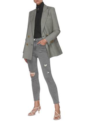 模特儿示范图 - 点击放大 - J BRAND - ALANA破洞修身露踝牛仔裤