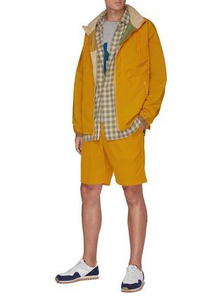 模特儿示范图 - 点击放大 - NANAMICA - 滑扣抽绳裤腰短裤