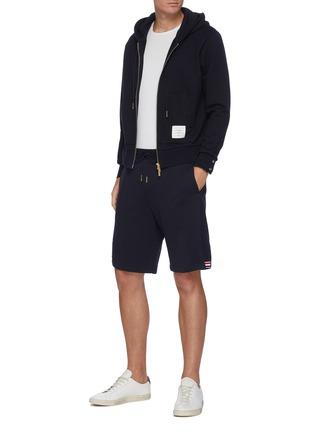 模特儿示范图 - 点击放大 - THOM BROWNE - 拼色条纹抽绳纯棉短裤