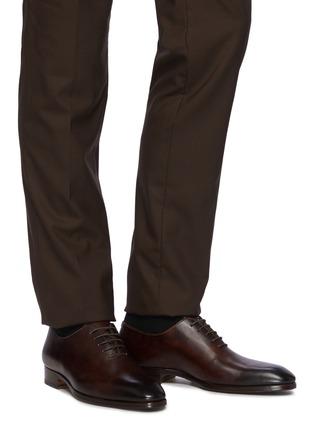 模特儿示范图 - 点击放大 - MAGNANNI - FLEX WHOLECUT系带真皮牛津鞋