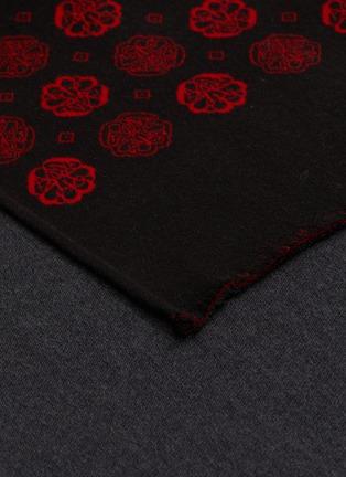 细节 - 点击放大 - ALEXANDER MCQUEEN - 拼色几何图案羊毛混丝围巾