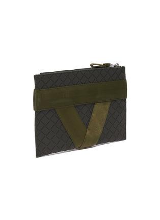 细节 - 点击放大 - BOTTEGA VENETA - 中号搭带几何纹理手拿包