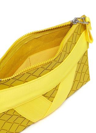 细节 - 点击放大 - BOTTEGA VENETA - 小号搭带几何纹理手拿包