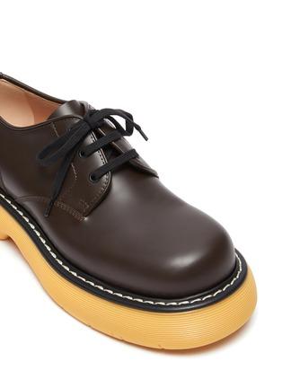 细节 - 点击放大 - BOTTEGA VENETA - 拼色厚底真皮德比鞋