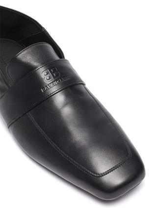 细节 - 点击放大 - BALENCIAGA - CITY logo方头真皮乐福鞋
