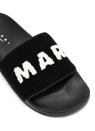 细节 - 点击放大 - MARNI - logo毛绒搭带拖鞋