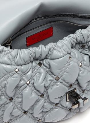 细节 - 点击放大 - VALENTINO - 中号铆钉绗缝菱格真皮单肩包