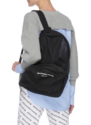 模特儿示范图 - 点击放大 - ALEXANDERWANG - WANGSPORT微透视网眼双肩包