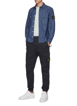 模特儿示范图 - 点击放大 - STONE ISLAND - Tela Parachute可拆式品牌标志徽章松紧裤腰棉质工装裤