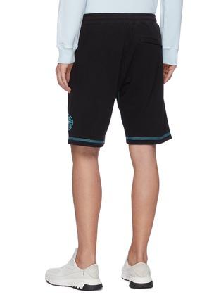 背面 - 点击放大 - STONE ISLAND - 拼贴线条logo纯棉休闲短裤