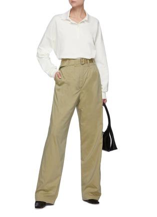 模特儿示范图 - 点击放大 - LEMAIRE - 腰带褶裥棉混丝直脚长裤