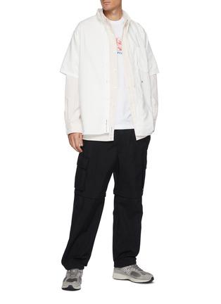 模特儿示范图 - 点击放大 - NANAMICA - 拼贴口袋拼色条纹混棉衬衫