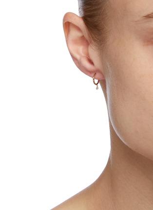 模特儿示范图 - 点击放大 - PERSÉE PARIS - Be My Baby钻石点缀18k黄金单只耳环