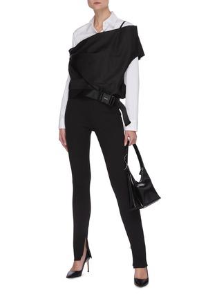模特儿示范图 - 点击放大 - PRADA - 不对称露单肩搭扣上衣