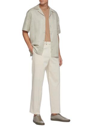 模特儿示范图 - 点击放大 - EQUIL - 尖领混亚麻短袖衬衫
