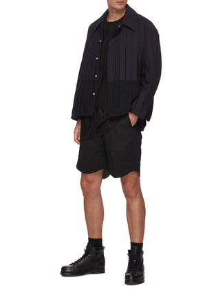 模特儿示范图 - 点击放大 - CORNERSTONE - 褶裥菱形图案T恤