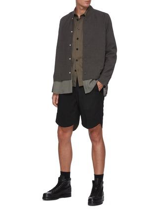 模特儿示范图 - 点击放大 - CORNERSTONE - 拼色格纹衬衫式下摆混羊毛夹克