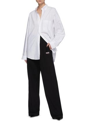 模特儿示范图 - 点击放大 - BALENCIAGA - 品牌logo线条纯棉府绸衬衫