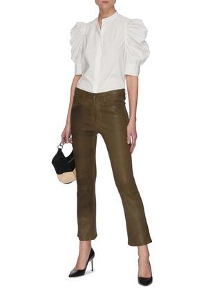 模特儿示范图 - 点击放大 - FRAME DENIM - GILLIAN褶裥府绸短袖衬衫