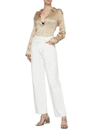 模特儿示范图 - 点击放大 - AGOLDE - 不对称裤腰纯棉阔腿牛仔裤