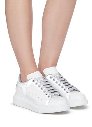 模特儿示范图 - 点击放大 - ALEXANDER MCQUEEN - 拼色厚底运动鞋