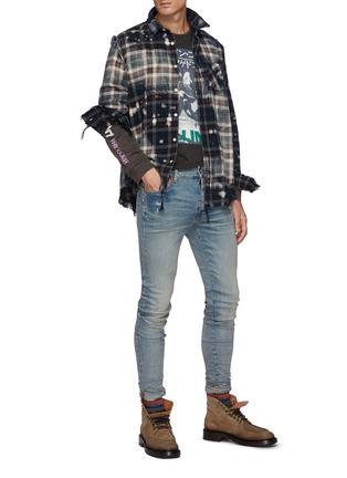 模特儿示范图 - 点击放大 - R13 - 泼墨须边格纹衬衫
