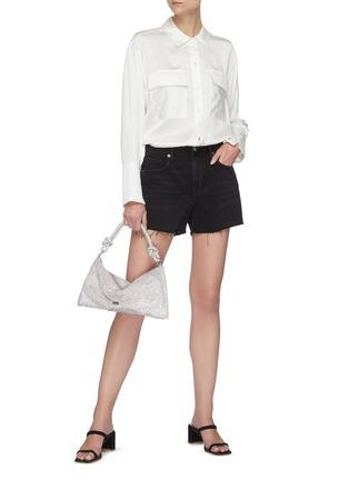 模特儿示范图 - 点击放大 - FRAME DENIM - 拼贴口袋真丝衬衫