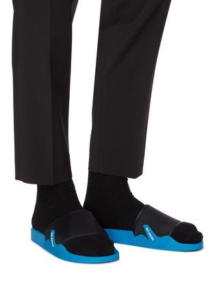 模特儿示范图 - 点击放大 - RAF SIMONS - ASTRA拼色拖鞋