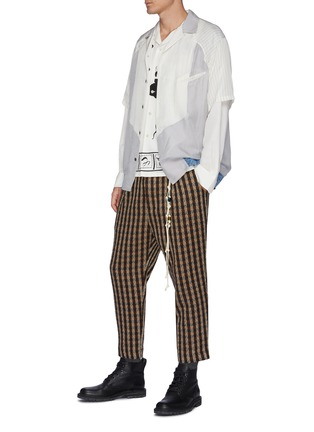 模特儿示范图 - 点击放大 - TOGA VIRILIS - 拼色条纹几何拼贴短袖衬衫