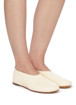 模特儿示范图 - 点击放大 - PROENZA SCHOULER - 真皮踩跟式平底鞋
