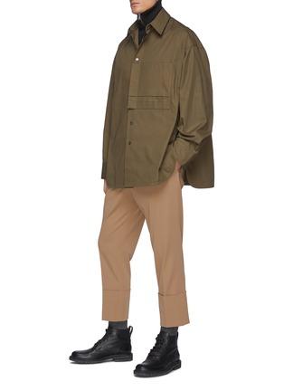模特儿示范图 - 点击放大 - WOOYOUNGMI - logo刺绣拼贴口袋侧开衩纯棉衬衫