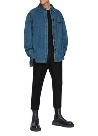 模特儿示范图 - 点击放大 - WOOYOUNGMI - 拼贴口袋侧开衩纯棉牛仔衬衫