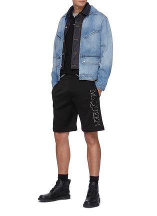 模特儿示范图 - 点击放大 - ALEXANDER MCQUEEN - 仿两件水洗纯棉牛仔夹克
