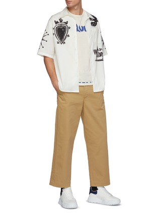 模特儿示范图 - 点击放大 - ALEXANDER MCQUEEN - 版画图案古巴领衬衫