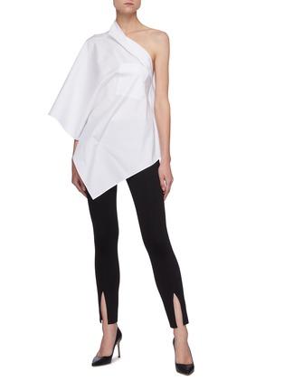 模特儿示范图 - 点击放大 - ROLAND MOURET - POWELL露单肩不规则纯棉上衣