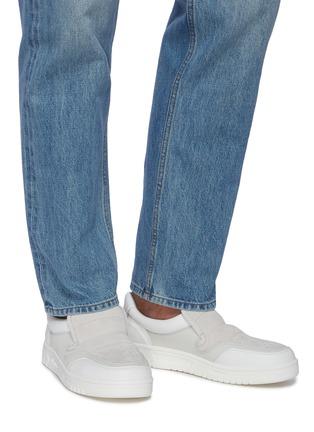 模特儿示范图 - 点击放大 - ACNE STUDIOS - BULLER品牌名称拼接绒面真皮便鞋