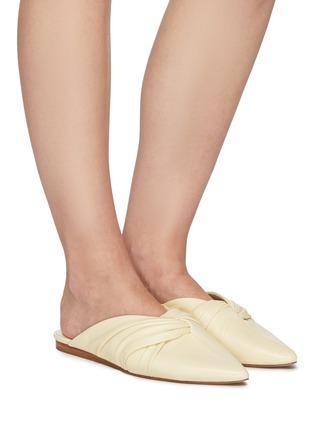 模特儿示范图 - 点击放大 - VINCE - CRENNE扭结真皮拖鞋