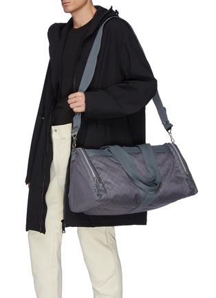 模特儿示范图 - 点击放大 - BOTTEGA VENETA - 编织图案健身包