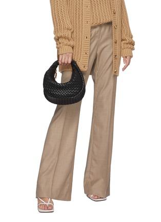 模特儿示范图 - 点击放大 - BOTTEGA VENETA - MINI HOBO交叠编织真皮手提包