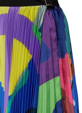 - SACAI - X KAWS腰带几何图案百褶缎面半裙