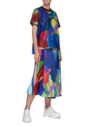 模特儿示范图 - 点击放大 - SACAI - X KAWS腰带几何图案百褶缎面半裙