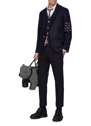 模特儿示范图 - 点击放大 - THOM BROWNE - 须边拼色四重条纹羊毛西服外套